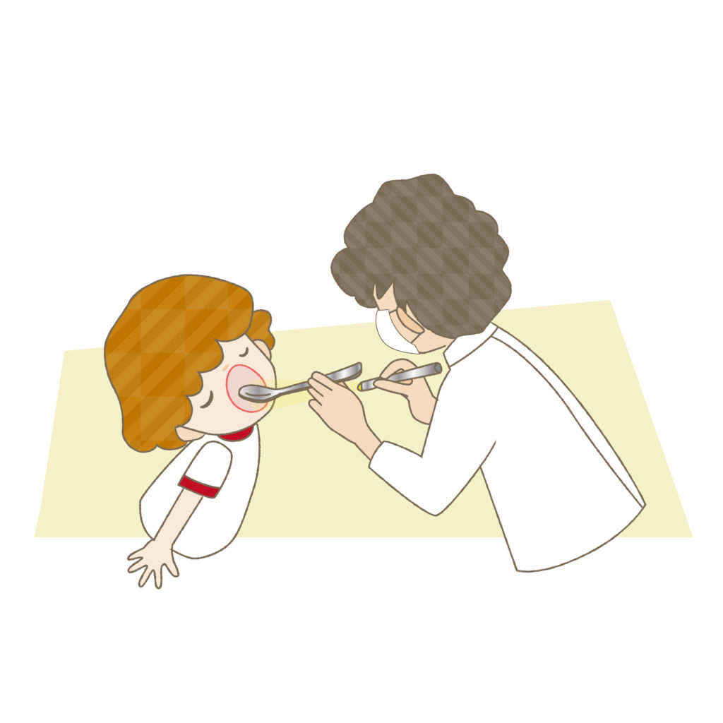 歯の定期検診を受ける子ども