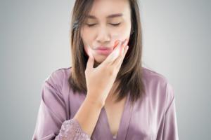 女性 顎 痛い
