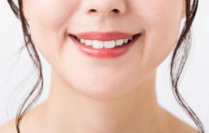 女性 前歯